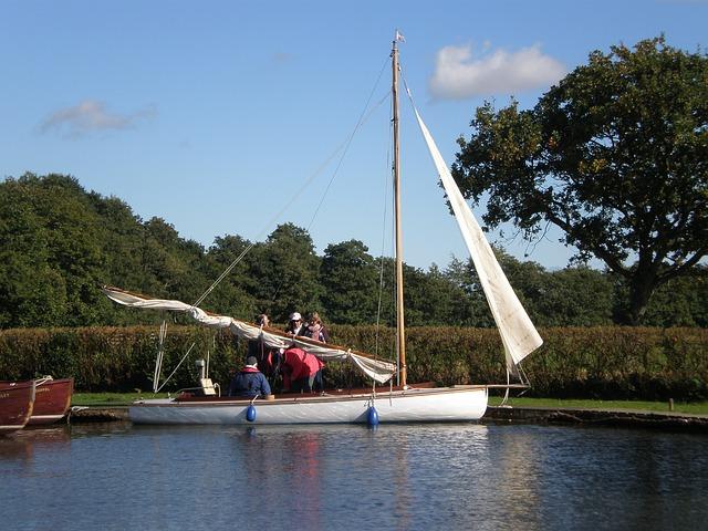 sailing-287270_640