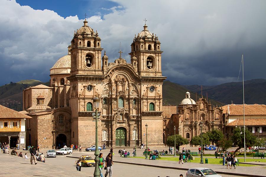 Taking up one side of Cusco's Plaza de Armas, the Iglesia de la Compañia de Jesús is an impressive and picturesque church.